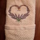 Asciugamano bianco in cotone 100% ricamato cuore con spighe di lavanda 40x60 cm