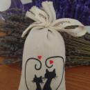 sacchetto cotone ricamato con circa 50 gr di lavanda 2 gatti con cuore