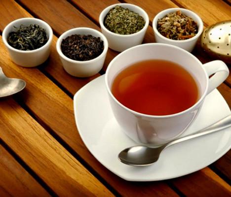 Tè Nero Verde e Bianco