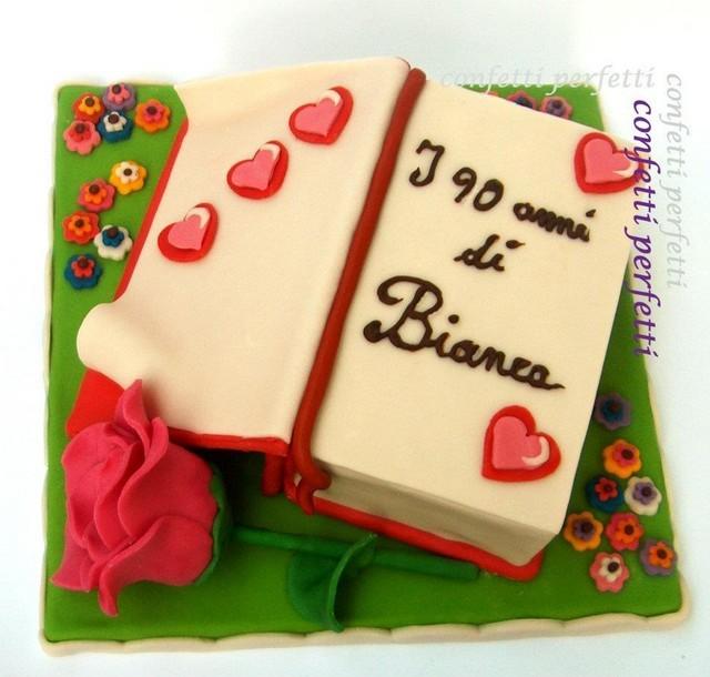 Torta decorata in pasta di zucchero libro for Pasta di zucchero decorazioni