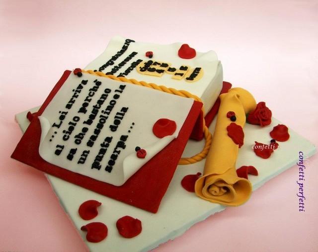 Torta decorata in pasta di zucchero festa di laurea for Decorazioni per torte di laurea