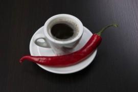 Caffè aromatizzato Chili e Cioccolato. Disponibile in Grani e Macinato.