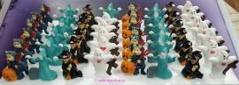 Halloween. Set di 4 statuine a tema in plastica con bacchetta.