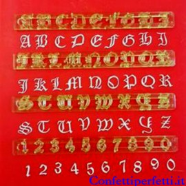 Stampi incisione Tagliapasta Set Alfabeto Lettere e Numeri Old English. immagini