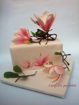 Torta decorata in pasta di zucchero Magnolia Giapponese.