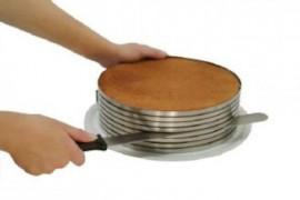 Anello Taglia torta cornice regolabile in acciaio inox per torte multistrato.