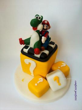 Torta decorata in pasta di zucchero Mario Bros