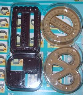 Biscotti. Set di 4 stampi Tagliapasta Smile con varie forme e 2 scritte