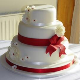 Torta decorata in pasta di zucchero.