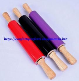 Mattarello 46 cm. Liscio e Antiaderente in silicone. Rullo indipendente e manici in legno.