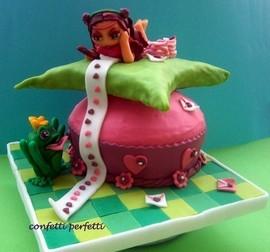 Torta decorata in pasta di zucchero Bambina innamorata