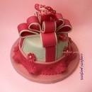 Torta decorata in pasta di zucchero Fiocco Rosa