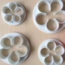 Rosa a 5 petali. 4 Cutter in plastica per dolci
