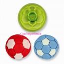 Tagliapasta in plastica per realizzare un piccolo Pallone da Calcio.