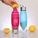 Bottiglia con infusore per Frutta portatile.