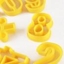 Numeri e simboli aritmetici.Set di 16 tagliapasta in plastica