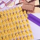 Timbri Alfabeto. Set 72 stampi con lettere numeri e blocco stampa incluso.