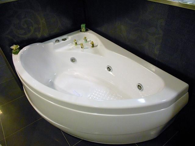 Vasche Da Bagno Angolari Treesse : Vasche da bagno e vasche idromassaggio gruppo treesse within