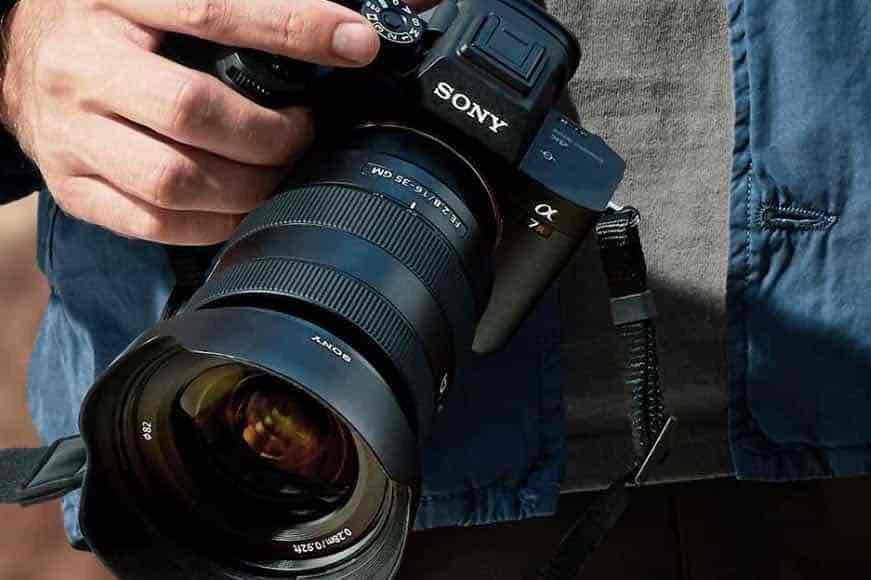 Sony lanseza noul aparat foto Alpha 7RIV