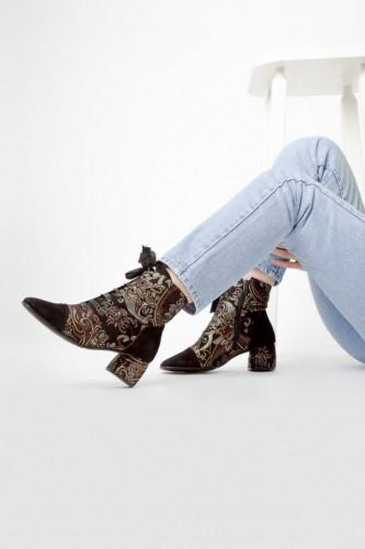 Ženske poluduboke čizme A15-40 crne