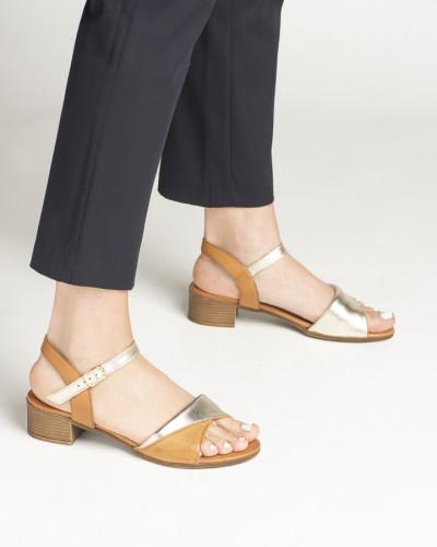 Kožne sandale na malu petu 243030 kamel