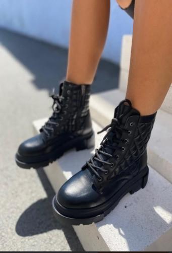 Ženske poluduboke čizme L5170 crne