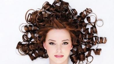 Bucle perfecte? - 10 metode de a-ți face părul creț, fără căldură