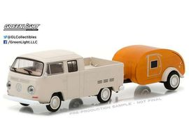 GREENLIGHT 1:64 - VOLKSWAGEN T2 TYPE 2 1968, CREW CAB PICK-UP WITH TEAR DROP TRAILER 'HITCH & TOW SERIES 10'