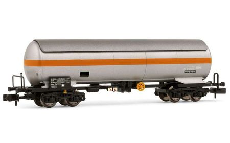 Arnold N (1:160) - DR, 4-axle gas tank wagon Uahs ZZd, silver /orange, epoch IV