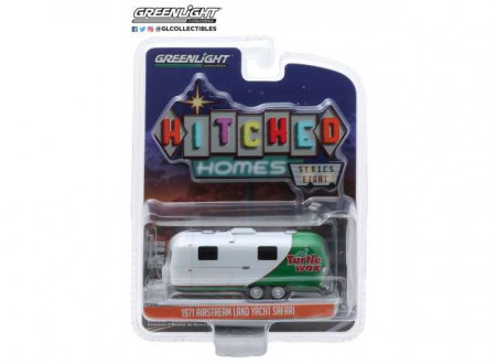 GREENLIGHT 1:64 - AIRSTREAM DOUBLE-AXLE 1971 LAND YACHT SAFARI *HITCHED HOMES SERIES 8*, TURTLE WAX WRAP
