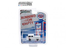 GREENLIGHT 1:64 - VOLKSWAGEN T2 TYPE 2 DOUBLE CAB 1976 PICK-UP STP THE RACER'S EDGE *RUNNING ON EMPTY SERIES 10