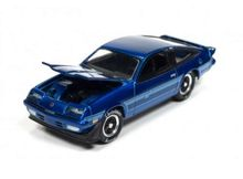 JOHNNY LIGHTNING 1:64 - CHEVROLET MONZA 1980 *HOLIDAY CLASSIC ORNAMENTS* CANDY BLUE