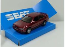 DEALER MODEL 1:43 - SEAT TOLEDO I 1991-1998 *IN SEAT DEALER PACKAGING*, RED
