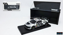 TARMAC 1:64 - AUDI R8 LMS GT4 2018 PRESENTATION VERSION 24H DUBAI WITH SPECIAL CONTAINER, WHITE/BLACK