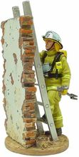 MAGAZINE MODELS 1:32 - FIREMAN FIRE DRESS HOBART AUSTRALIA 2003