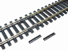 HORNBY  HO / OO (1:87 / 1:76) - Insulated Fishplates (Pack 12)
