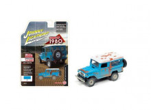 JOHNNY LIGHTNING 1:64 - TOYOTA LAND CRUISER 1980 (OFF ROAD DIRTY VERSION), BLUE/WHITE