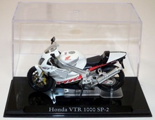 MAGAZINE MODELS 1:24 - HONDA VTR 1000 SP-2