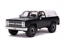 JADA 1:24 - CHEVROLET K5 BLAZER 1980 WITH OFF ROAD TIRES, PRIMER BLACK/WHITE
