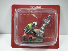 MAGAZINE MODELS 1:32 - FIREMAN W/FORESTRY TROUSERS-SENS-FRANCE09