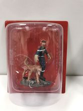 MAGAZINE MODELS 1:32 - FIREMAN W/RESCUE DOG - HAITI - 2010