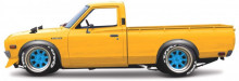 MAISTO 1:24 - DATSUN 620 PICK UP 1973, YELLOW