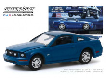 GREENLIGHT 1:64 - FORD MUSTANG GT 2009 *0-178 MPH IN 7.9 SECONDS. ON STREET TIRES* (BFGOODRICH VINTAGE AD CARS)