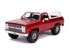 JADA 1:24 - CHEVROLET K5 BLAZER 1980 WITH OFF ROAD TIRES, CANDY RED/WHITE