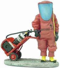 MAGAZINE MODELS 1:32 - FIREMAN W/CHEMICAL PROTECTION DRESS FRA03