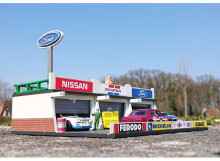 SJO-CAL 1:64 - PITLANE FORD DIORAMA. GOOD FOR 3 TO 5 1/64 (3INCH) MODELS, WOODEN MODELKIT