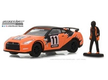 GREENLIGHT 1:64 - NISSAN GT-R 2011 (R35) WITH RACE CAR DRIVER FIGURE *THE HOBBY SHOP SERIES 3*