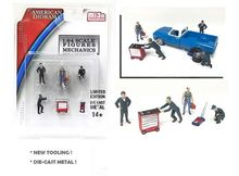 AMERICAN DIORAMA 1:64 - MECHANICS FIGURES + TOOLS *CAR IS NOT INCLUDED*