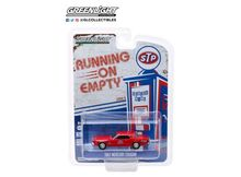 "GREENLIGHT 1:64 - MERCURY COUGAR 1967 STP ""COUGAR COUNTRY"" *RUNNING ON EMPTY SERIES 9*, RED"