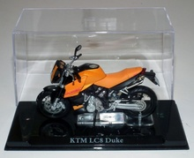 MAGAZINE MODELS 1:24 - KTM LC8 DUKE